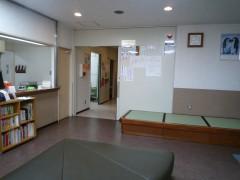 待合室より診察室方向